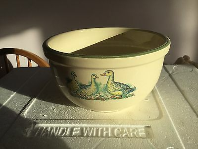 Salad bowl embossed with ducks
