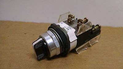Allen Bradley 800T-J2 Selector Switch w/ 3 800T-XA Contact Blocks  P162