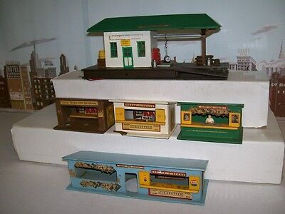 Vintage American Flyer S 271 Whistle Stop Set & 270 News Stand & Freight Station