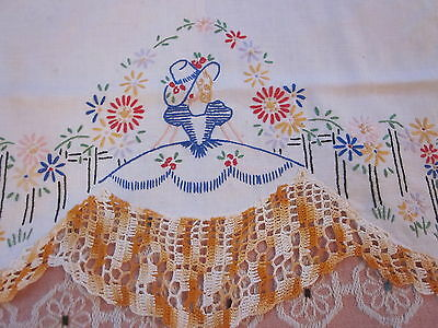 Vintage embroidered southern bell daisey crocheted edge table runner 16x34