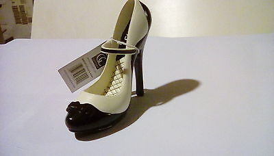 Coco's Closet mini collectible shoe. Diva's Closet by Giftcraft