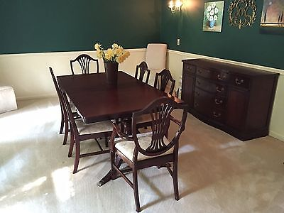 Vintage 1940s Duncan Phyfe style 9-piece mahogany dining room suite