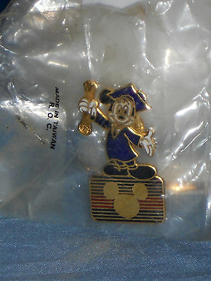 Graduate Mickey Mouse with Diploma Clutch Back Pin DISNEY CHANNEL