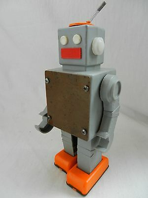 VERY RARE ! VTG Russian Soviet TOY Windup 1970's SPACE ROBOT old astronaut СССР