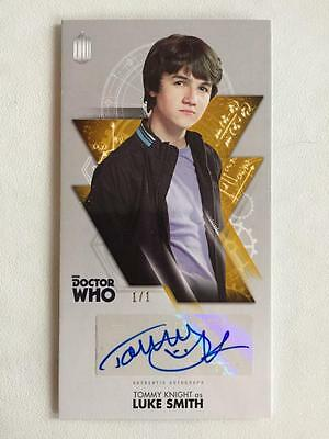 DOCTOR WHO - Topps Autograph - TOMMY KNIGHT as Luke Smith 1/1 Gold - Widevision