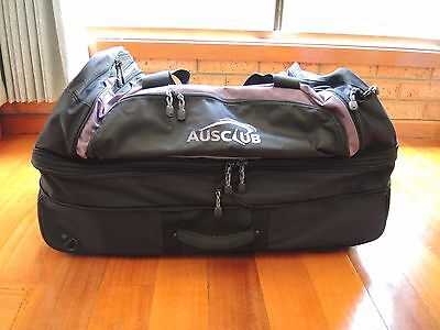 Aus Club Firefox 100+30 Duffle bag on wheels with padded backpack straps