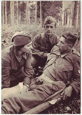 Wwii Press Photo: Russian Military Nurse Taking Care Of Wounded German Soldier