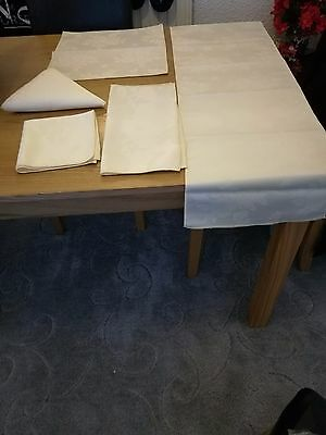 Table Runner And Napkins Bnwt