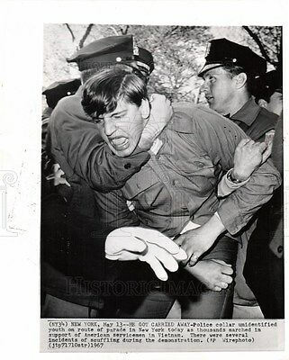 1967 Press Photo Police collar unidentified youth away