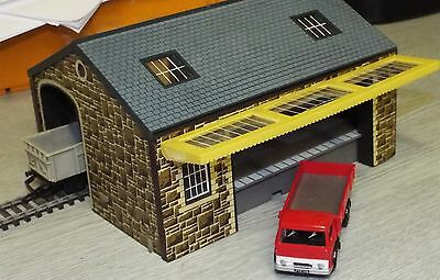 Hornby Goods Shed Stone finish R522