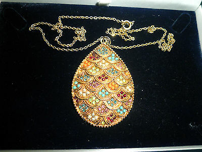 "Stunning Vintage ""Exquisite"" Signed Pendant Necklace. Multi Stone Colour"