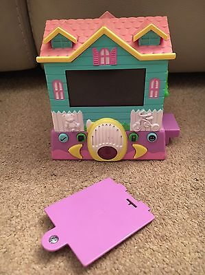 Pixel Chix  - Mattel Inc 2006 - Nursery/Play Group One Floor - Switched Rooms