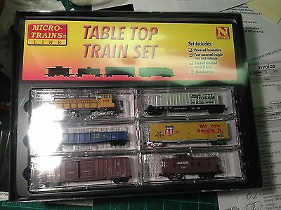 Micro-Trains N 993 03 310 U.p. Table Top 6 Pc Setw/track, Loco, 4 Cars & Caboose