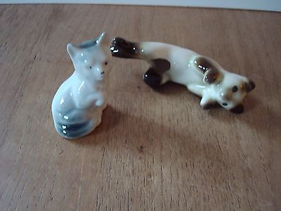 2 X Vintage Small Ceramic Cat Ornaments One Sits On The Side Of A Cup