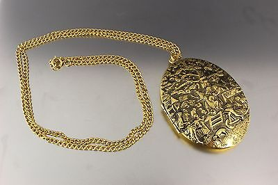 Vintage Chunky Gold Tone Picture Locket Pendant Necklace
