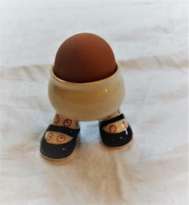 Carlton Ware Lustre Pottery 1973 - Eggcup With Legs/walking Eggcup - Black Shoes
