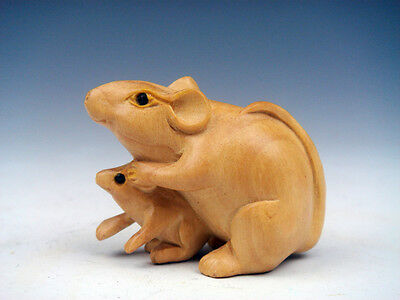 Boxwood Hand Carved Netsuke Sculpture Miniature Mama Mouse & Baby Mouse #011617
