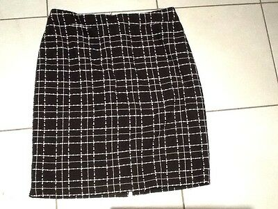 Review  Black  And White skirt size 12