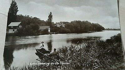 Real Photo Postcard. Reading, Berkshire, Reading On The Thames. People Rowing