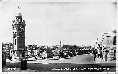 POSTCARD   BERKSHIRE   MAIDENHEAD   Clock  Tower and  GWR Station  RP