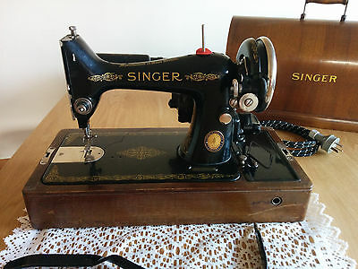 Vintage SINGER Sewing Machine [Model 99K], Knee Operated with light globe