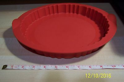 EUC Tupperware Red Silicone Round Fluted Cake Form Pan Mold 10""