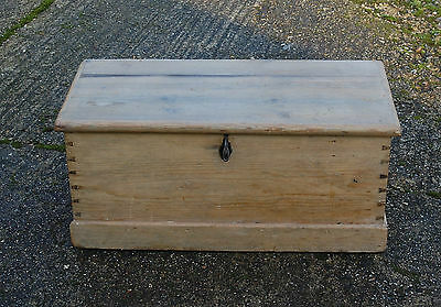 A LOVELY PETITE VINTAGE RUSTIC STRIPPED PINE STORAGE BOX  ref 604