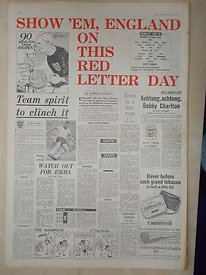 VINTAGE NEWSPAPER DAILY EXPRESS JULY 30th 1966 ENGLAND v GERMANY WORLD CUP FINAL