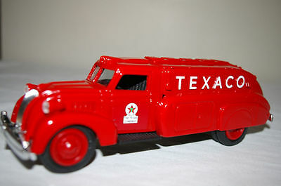 NIB TEXACO 1939 DODGE AIRFLOW BANK Diet cast Metal Replica #10 RED