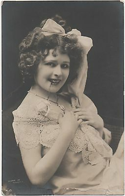 POSTCARD  GLAMOUR  British Beauty  1