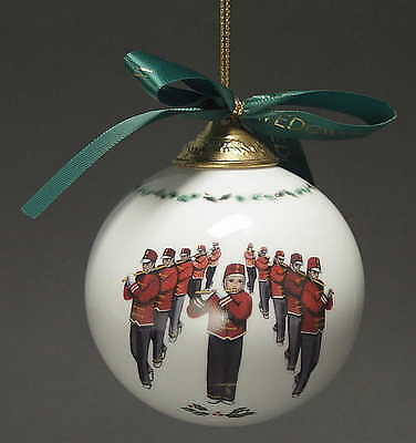 Wedgwood TWELVE DAYS OF CHRISTMAS BALL ORNAMENT 11 Pipers Piping 3391055