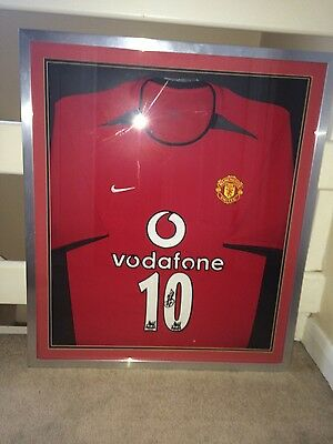 Ruud Van Nistelrooy signed and framed Man United shirt.