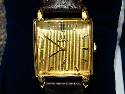 OMEGA SQUARE Style Dress Watch 17 Jewel 302 Movement, issued 1957 - NM