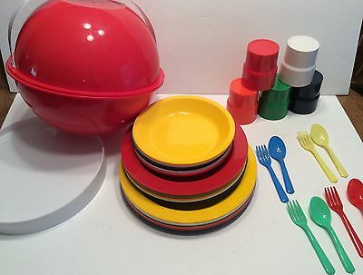 Ingrid North Chicago Picnic Set Party Ball Camping Plates Cups Bowls Plastic Vtg