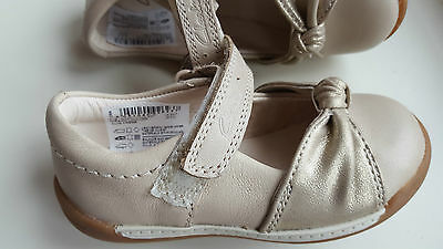 CLARKS baby girl SOFTLY NIA cream leather first shoes UK size 4.5 F NEW