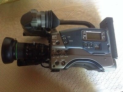JVC GY GY-DV500 (PAL) 3CCD Camcorder With Canon 14x Lens