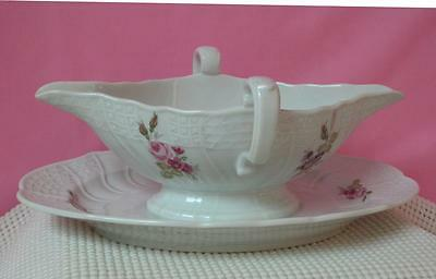 DRESDEN Hutschenreuther GRAVY BOAT ATTACHED UNDERPLATE China 9560 Floral Germany