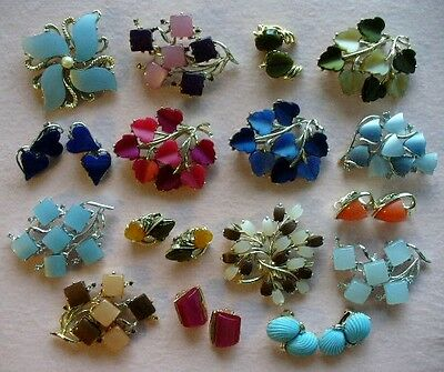 15pc Vintage 50's Mod Era Thermoset/Plastic Thermo set brooches/earrings signed