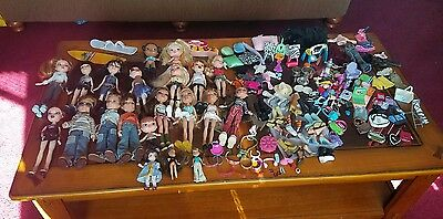 BRATZ LIKE DOLL LOT~21 DOLLS plus extras see pictures.