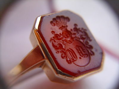 14 carat gold ring with family coat of arms carnelian stone armorial crest