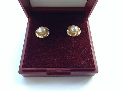 9ct Solid Yellow Gold Stud Earrings (Boxed) - Valentines