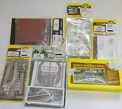 Ratio N Gauge Lot Of Assorted Building Kits And Accessories (1V)