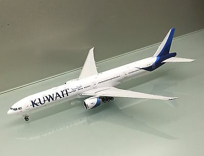 Phoenix 1/400 Kuwait Airways Boeing 777-300ER 9K-AOC diecast metal model