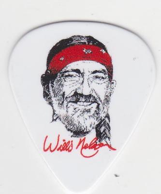 RaRe WILLIE NELSON Collectible Sigature GUITAR PICK in CONCERT COUNTRY MUSIC