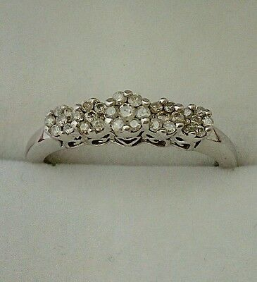 9ct White Gold and Diamond 5 Stone Ring. Vintage pre-owned ring. 0.25ct diamond.