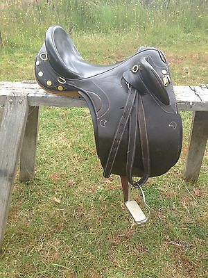 KINCADE Stock Saddle, 17 Inch brown In Excellent Condition