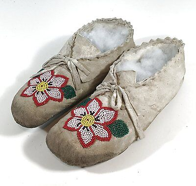 ca1920's PAIR OF NATIVE AMERICAN UTE INDIAN BEAD DECORATED HIDE MOCCASINS