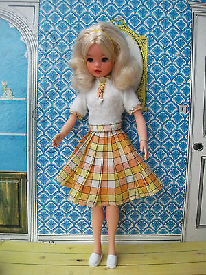 Stunning vintage 1970s Lovely Lively Sindy doll with curly blonde hair + outfit
