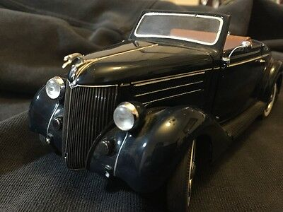The Danbury Mint 1936 Ford Deluxe Cabriolet in 1/24 scale with box