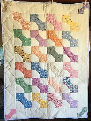 "Baby Quilt with Bows, Excellent Shape 32"" x 42"""
